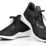 Zwarte sneakers - basics
