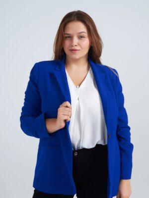 Chique look met blouse plussize vrouw